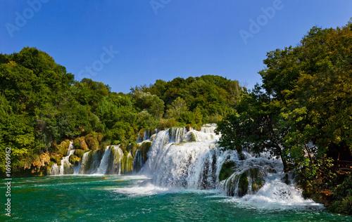 wodospad-i-jezioro