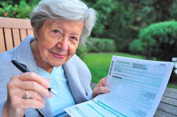 Rentnerin mit Steuererklärung I