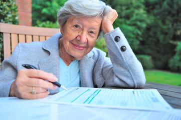 Rentnerin mit Steuererklärung II