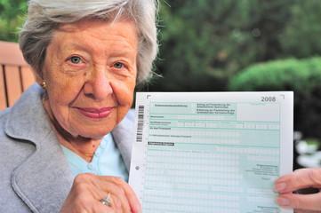 Rentnerin mit Steuererklärung III