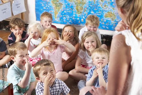 Leinwanddruck Bild Montessori/Pre-School Class Listening to Teacher on Carpet