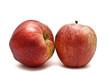 Dos manzanas rojas.