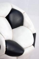 pallone di cuoio sgonfio
