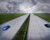 Autobahn mit Schlechtwetterfront