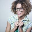 jeune femme présentation sourire