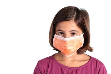 influenza - bambina con mascherina sanitaria
