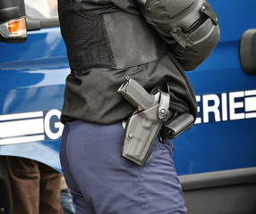 port d'arme, protection de  gendarmerie