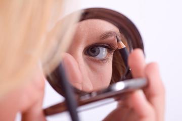 Brauen im Spiegel