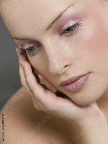 Young woman leaning hand on chin