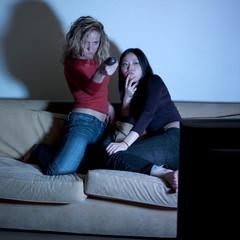 jeunes filles choix de programme télévision