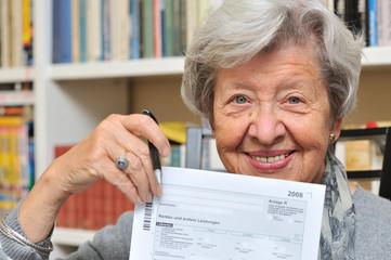 Rentnerin mit Steuererklärung VIII