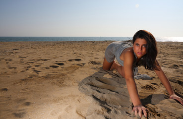 ragazza sulla sabbia