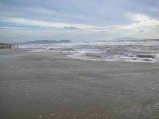 Mareggiata a San Vincenzo dalla costa degli Etruschi