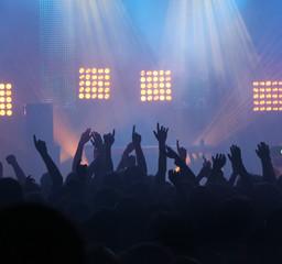 concert ambiance discothèque foule musique techno