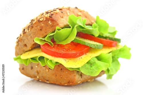 Leinwanddruck Bild Ein leckeres frisches Käsebrötchen