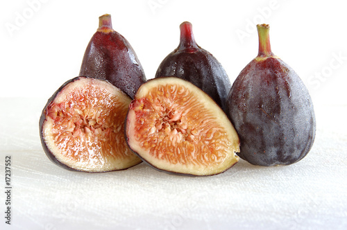 figs on cutting board