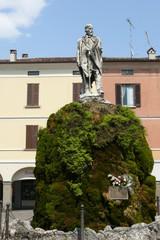 statua su fontana muschiosa