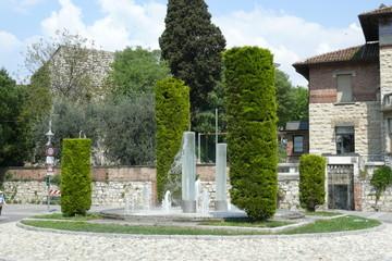 fontana con costruzioni