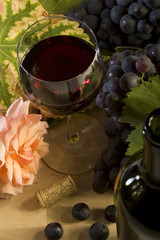 Rotweingenuss Stillleben - die Blume schmecken