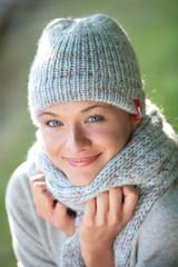 portrait jeune femme avec un bonnet