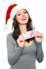 Hübsche Frau mit Weihnachtsmütze hält 10 Euro Geldschein