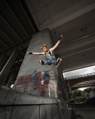 Jumping rollerskater