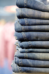 Stapel mit Jeans