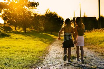 Schwestern auf dem Weg