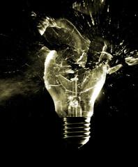 zerschossene Glühbirne
