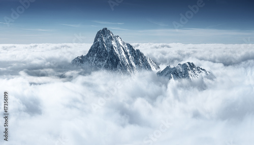 Poster Landschappen Mountain in the clouds