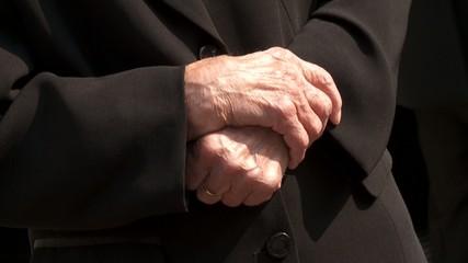 Hände, alte Frau