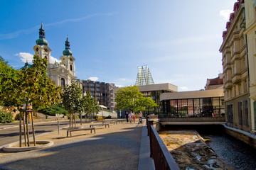 Sprudelkolonnade und Marien Magdalenkirche in Karlsbad