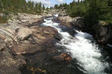 Langfoss Wasserfall