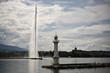 Leinwanddruck Bild - Famous fountain Jet D'Eau and lighthouse in Geneva, Switzerland