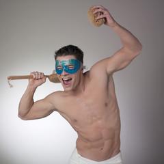 jeune homme masque sourire ustensiles bain