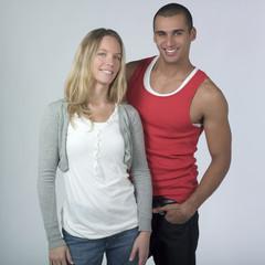 jeune couple souriant