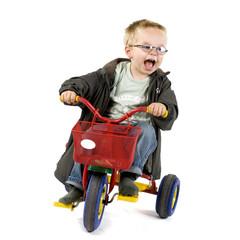 Junge auf einem Dreirad