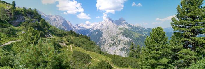 Wettersteingebirge mit Zugspitze und Reintalgraben