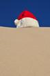 santas mütze am strand