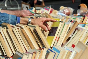 cercando un libro....