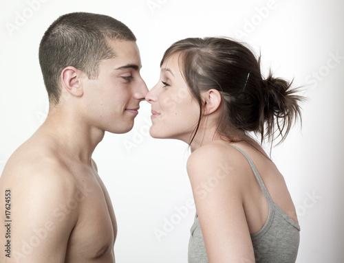 jeu de jeune couple amoureux