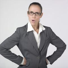 jeune femme business fâchée