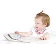 Baby mit Zeitung