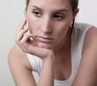 focus  visage femme ennuis problème lassitude