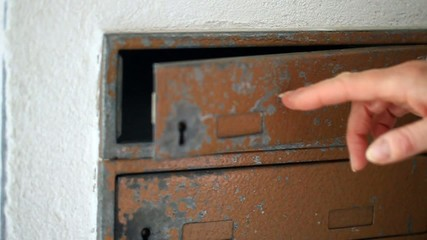 Briefkasten öffnen