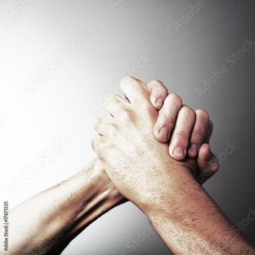 mains enlacées consécration victoire