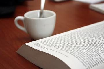 Un caffè e un buon libro..