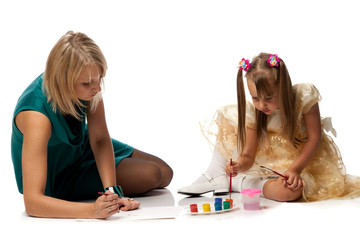 Mum with daughter draw a picture