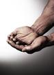 focus sur mains unies mendicité
