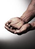 focus sur mains unies mendicité poster